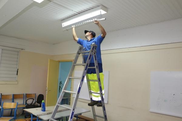Le service technique prend soin des écoles