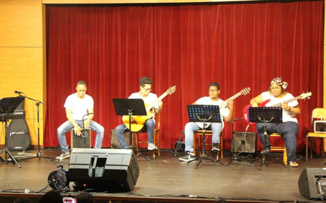Prestation de l'Ecole de Musique de Didier Lucian, à la Médiathèque Aimé Césaire